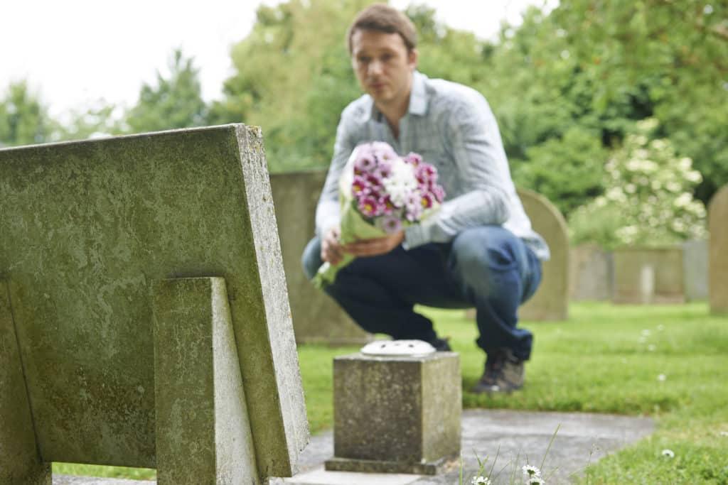 【副業紹介#64】墓参り代行で稼ぐ方法とは|特徴・評判・メリット・デメリット